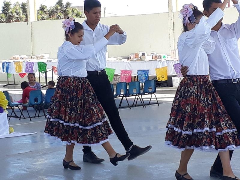 dancers_2.jpg - 123kB