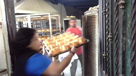 bread on tray a.jpg - 128kB