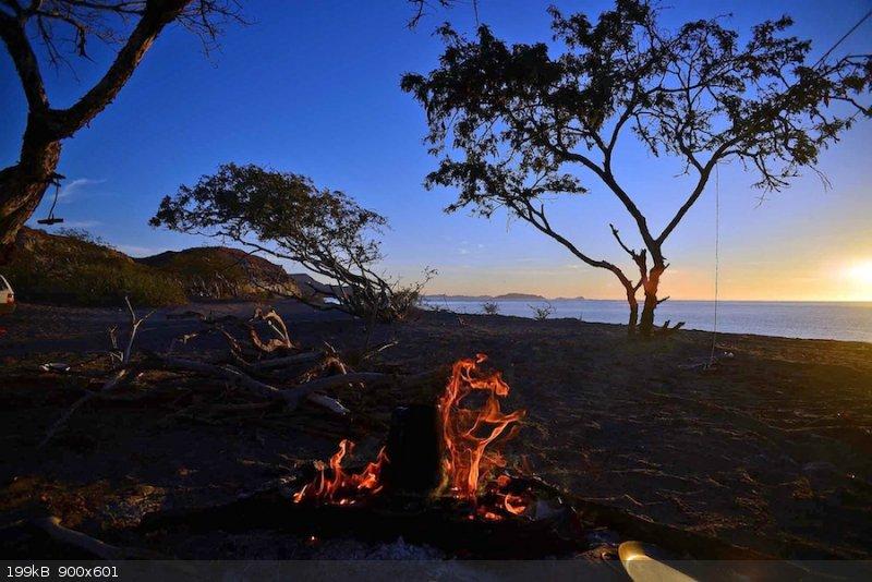 sunrise and camp fire-e.jpg - 199kB