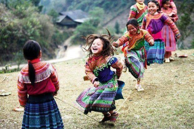 dancing girls.jpeg - 138kB