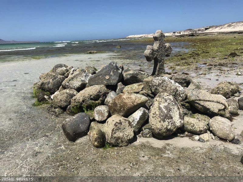 grave in water Tecolote copy.jpg - 285kB